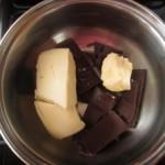 Čokoládová torta so smotanou a ríbezľovým džemom