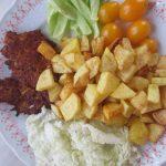 Tuniakové placky s ovsenými vločkami a zemiakovými kroketkami